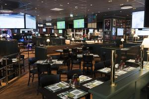 "O`Learys sporta restorāns un izklaides centrs tirdzniecības centrā ""Eeden"""