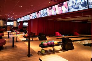 Bowling at the O'Learys Entertainment Centre in Kristiine Centre