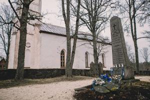 Vapaussodan muistomerkki Kolga-Jaanissa