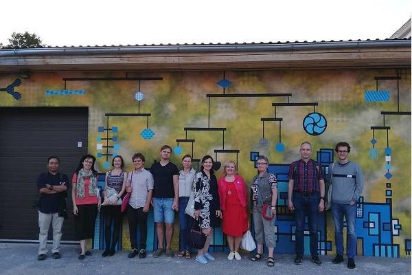 Spaziergang mit Führer zum Thema Straßenkunst im Tartuer Stadtteil Karlova