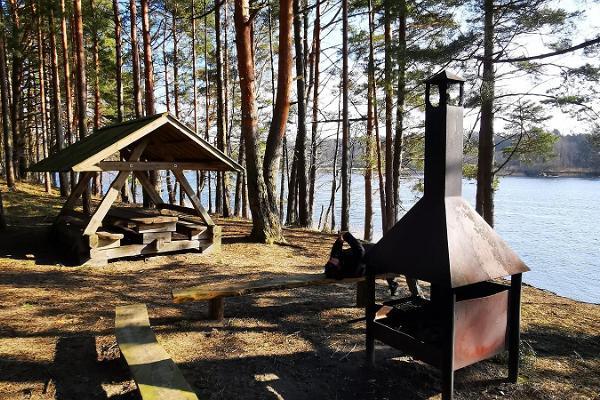Tammiste skogsled och eldrastplats