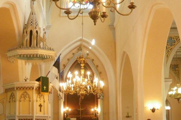 Urvaste kirik ja kalmistu Uhtjärve kaldal