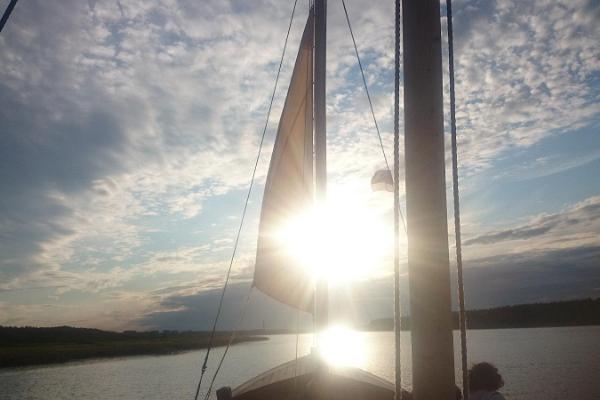 """Laiva-ajelu puupurjeveneellä """"Tütarsaare Aino"""""""