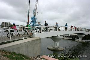 Ekskursija gida pavadībā ar skrejriteņiem Igaunijas vasaras galvaspilsētā Pērnavā