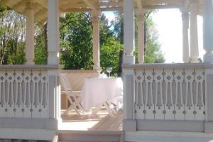 Romantiline maitseelamus kahele Luke mõisa Kärnerimajas või paviljonis