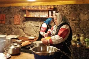 Experience tour of Southern Estonia and Setomaa, Setos in folk costumes preparing local food in the kitchen