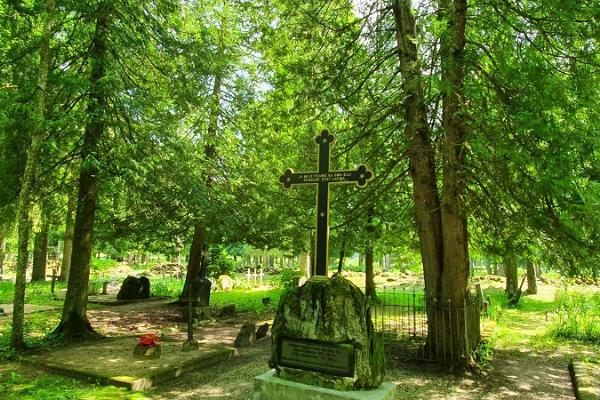 Vabadussõja mälestussammas Pilistvere kalmistul