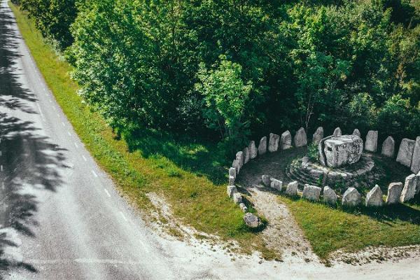 Памятник Blesta Kivid (Камни Блесты)