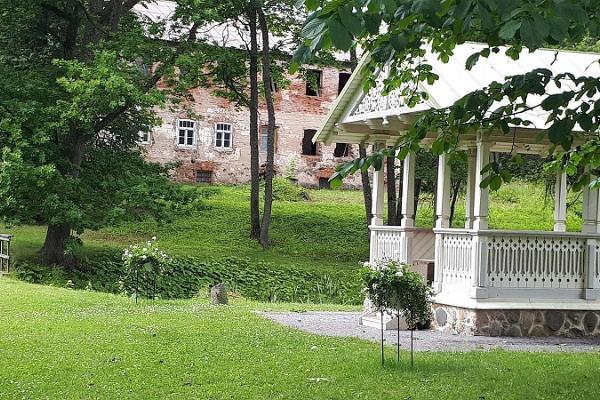 Luke Manor and Manor Park, romantic pavilion