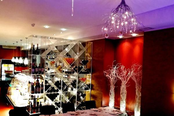 Restaurant Chez André, interior
