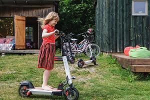Pihlaka electric scooters in Kihnu