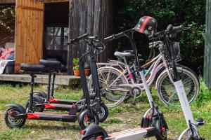 Pihlaka electric scooters in Kihnu