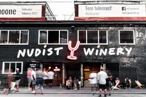 Besuch der Fabrik edler Getränke namens Nudist und Verkostung