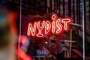 Smalku dzērienu rūpnīcas Nudist apmeklējums un degustēšana