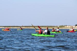 Ausflug mit großen Kanus und Kajaks zu den Eilanden von Varbla organisiert von Seikluspartner