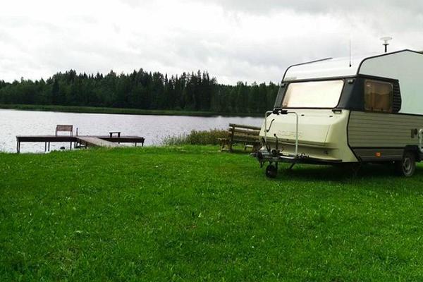 Hobbola autokaravani ja telkimisplatsid