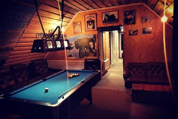 Party hall at Äksi Moto Ranch, pool