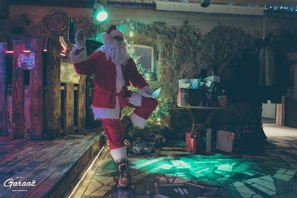 Santa in the party hall at Äksi Moto Ranch