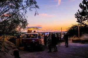En vacker sommarkväll och solnedgång i Põks bar