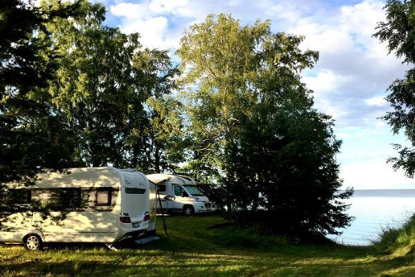 Ranna Recreation Centre, caracan park on the shore of Lake Peipus