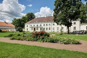 Anija Manor in the summer of 2020 in the final phase of restoration