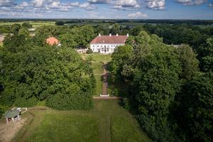 Drohnenausblick auf Gutshof Anija