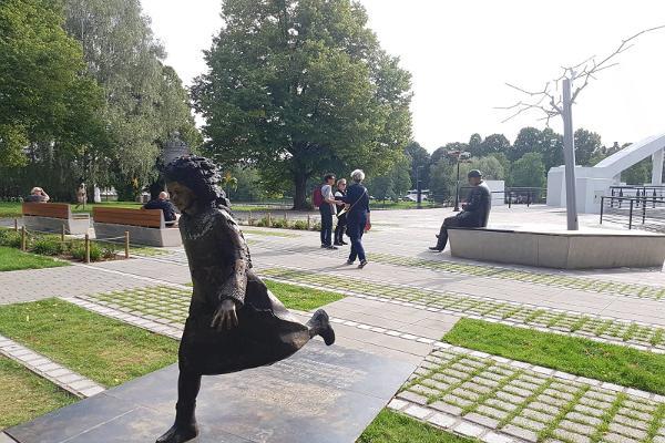 Lidijas Koidulas un Johana Voldemāra Jansena memoriālais laukums