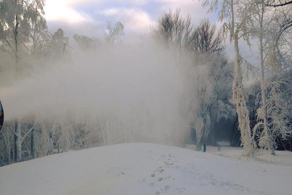 Tähtveren hiihtoladut lumitykki töissä