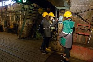 Eesti Kaevandusmuuseumis maa-alune ekspositsioon, kaevanduskäik ja telefon