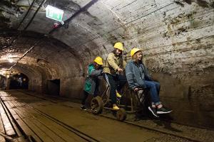 Eesti Kaevandusmuuseumis maa aluse jalgrattaga sõit