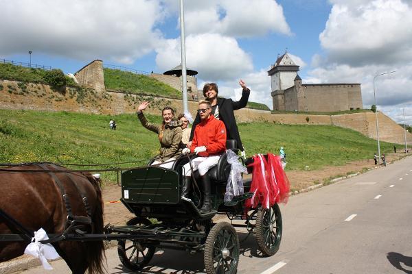 Hotelli Laagnan hevoset kylässä Narvassa