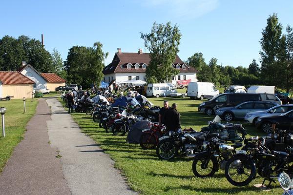 Hotelli Laagnan lomakylässä vieraat moottoripyörillä