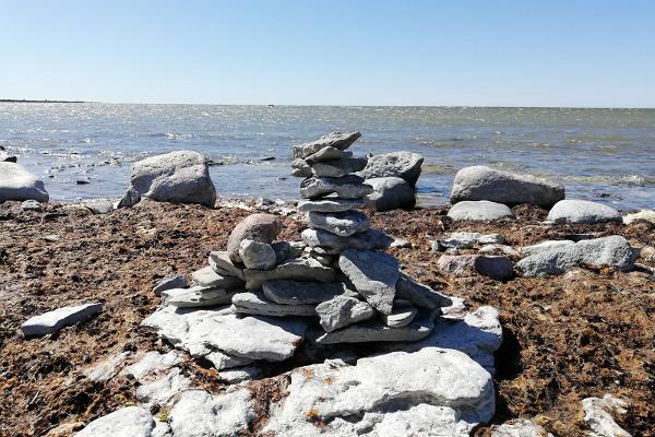 Ohesāres stāvkrasts un akmens torņi
