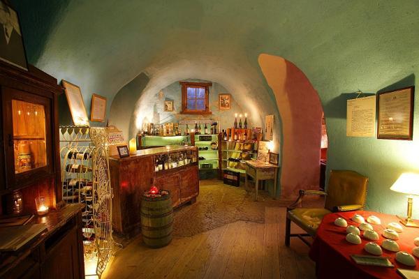 Fotvandring och vinprovsmakning i gamla stan