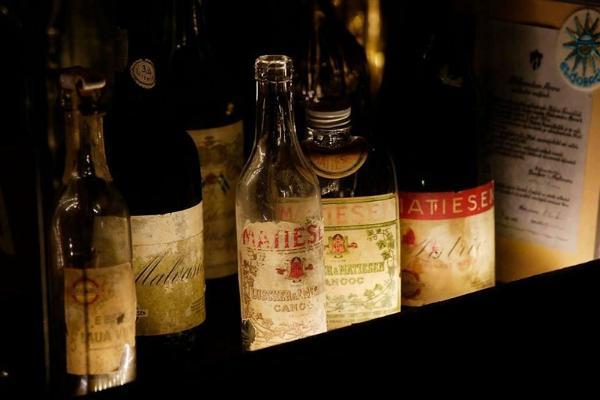 Vanalinna jalgsiekskursioon ja veinidegustatsioon