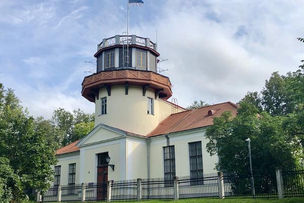 Toomemäe pargis asuv Tartu Tähetorn