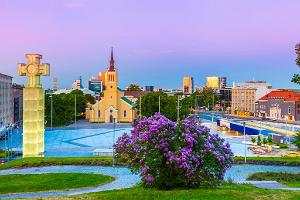 Medieval Tallinn Private Walking Tour with City Sightseeing & Seaside Lunch