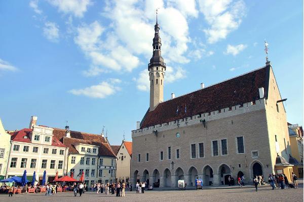 Busstur i Tallinn och medeltida gamla staden tillsammans med lunch vid havet