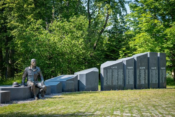 II maailmasõjas hukkunud hiidlaste mälestusmärk