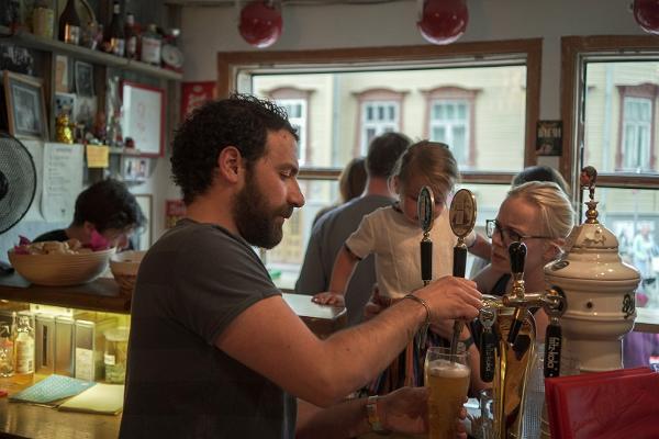 Bar Barlova, die Bartheke und eine gemütliche Stimmung