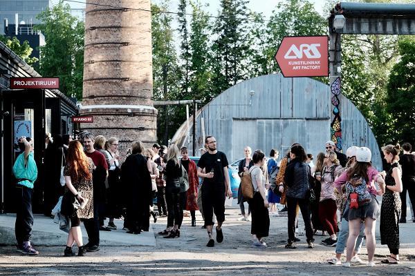 """ARS Kunstilinnak Projektiruumis """"Endast väljas"""" näituse avamine."""