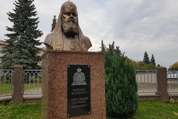 Patriarh Aleksius II mälestussammas, pronksist büst