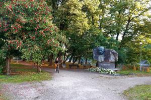 Statue of Oskar Luts