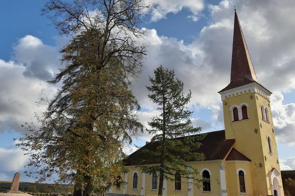 Kõpu kirik ja kirikupark