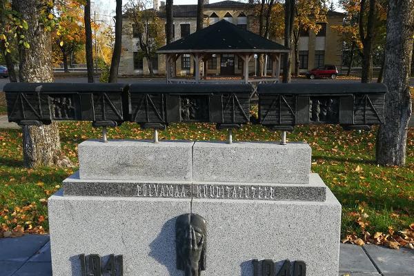 Põlvamaa küüditatute mälestusmärk