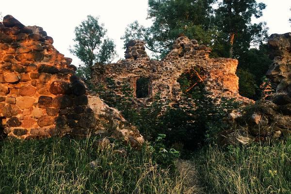 Helmen ritarilinnoituksen rauniot