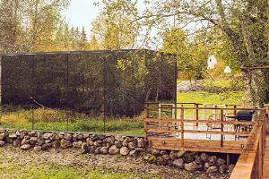 Riverbed Inn mirror house and sauna on the riverbank