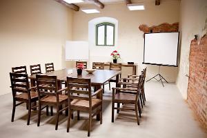 Eistveren kartanon aitan kokoustilat