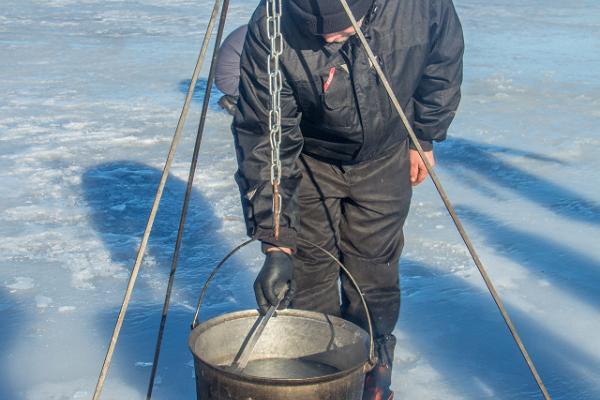 Fish cooking workshop on Lake Peipus