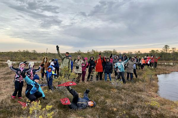 Moorschuh-wanderung im Sumpf und Moor von Rubina in Mulgimaa